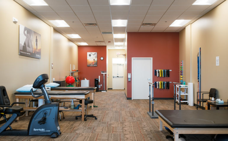 BenchMark Physical Therapy Jordan Creek interior 02